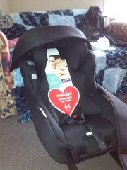 BRAND NEW! Mothers Choice Convertible Capsule/Car Seat