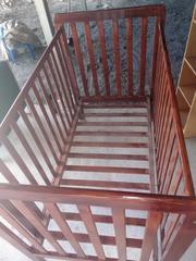 Beautiful Brown wood cot. No mattresse